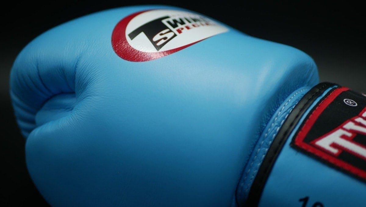 Muay Thai gloves sizing
